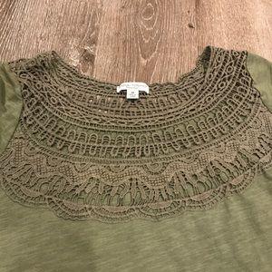 Liz Lange sage green boho maternity shirt size M